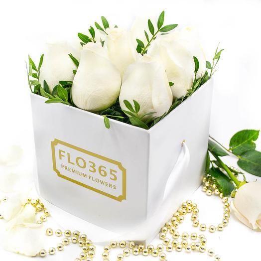 Белая коробка из 9 белых роз: букеты цветов на заказ Flowwow