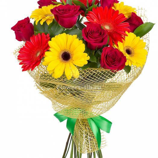 """БУКЕТ ГЕРБЕР И РОЗ """"ЯРКОЕ ВПЕЧАТЛЕНИЕ"""": букеты цветов на заказ Flowwow"""