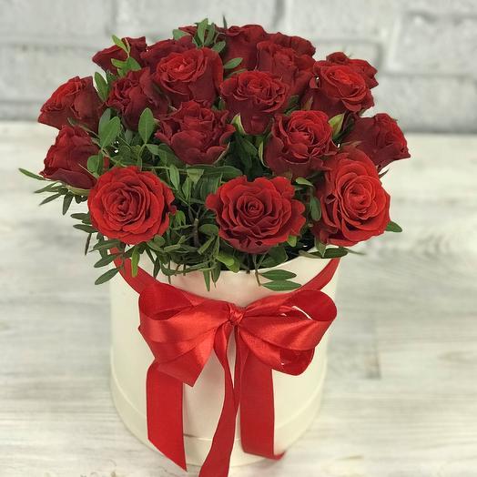 Коробки с цветами. Розы , бордовые 19 шт. N255: букеты цветов на заказ Flowwow