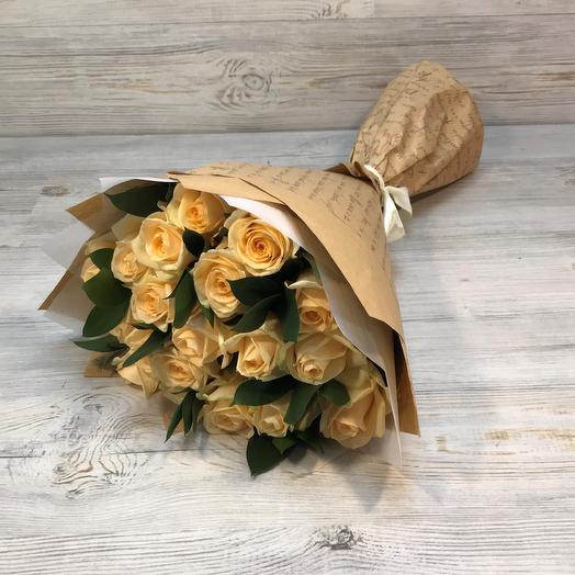 Кремовая , бежевая роза 19 шт с рускусом. N263
