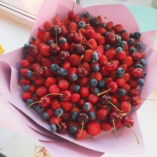 Клубничный букет «черешня»: букеты цветов на заказ Flowwow