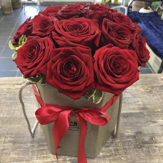 15 роз в коробке