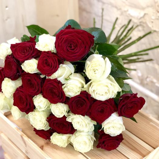 Букет из 17 разноцветных роз 60 см: букеты цветов на заказ Flowwow