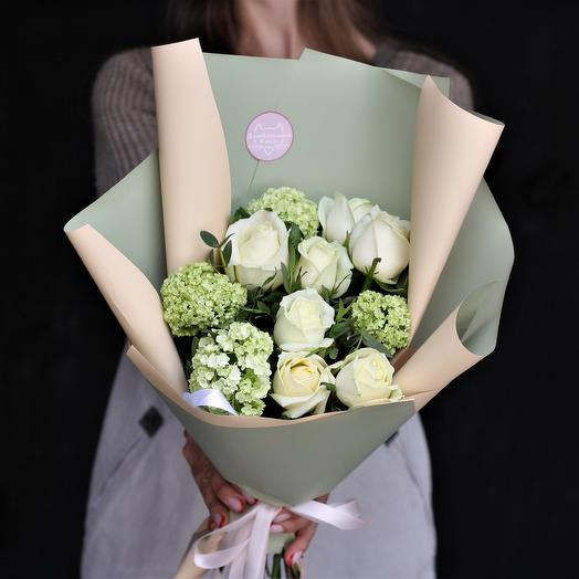 Букет-комплимент: белый с вибурнумом: букеты цветов на заказ Flowwow