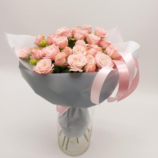 Букет из пионовидной кустовой розы