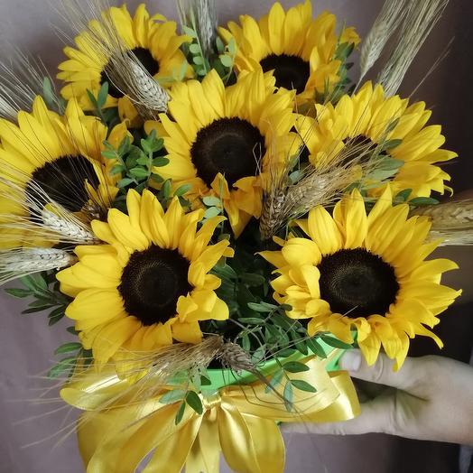 Коробка с подсолнухами: букеты цветов на заказ Flowwow
