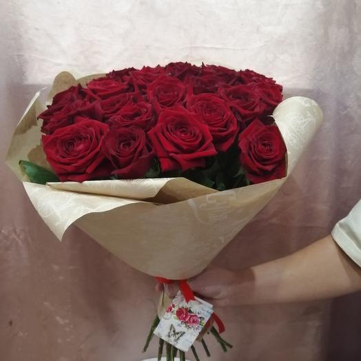 Букет  бордовый роз в крафте