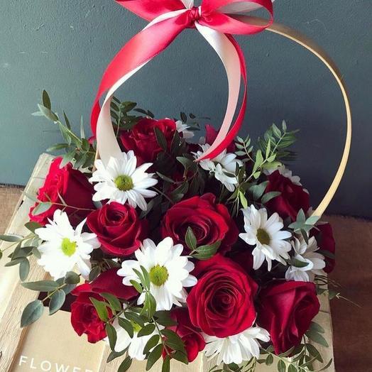 Цветочная композиция в корзине: букеты цветов на заказ Flowwow