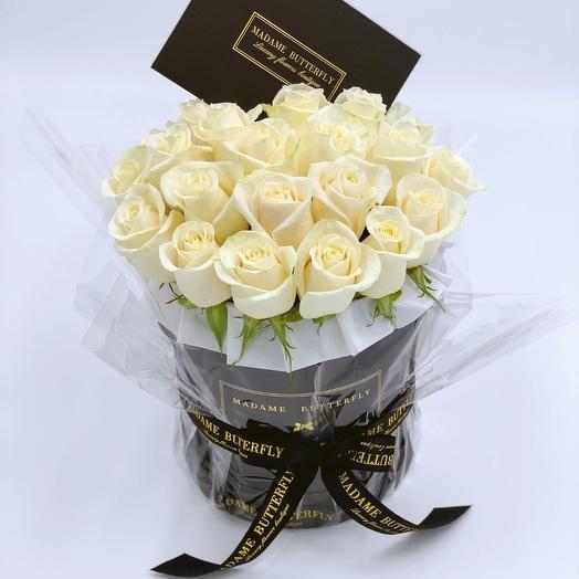 Demi black velvet box with 25 white roses: букеты цветов на заказ Flowwow