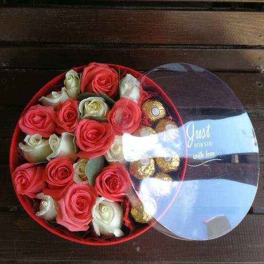 Подарок из 19 роз с конфетами
