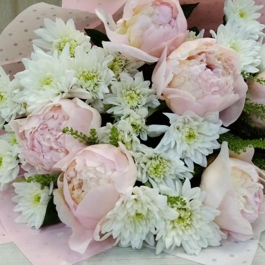 Букет пионы с хризантемой
