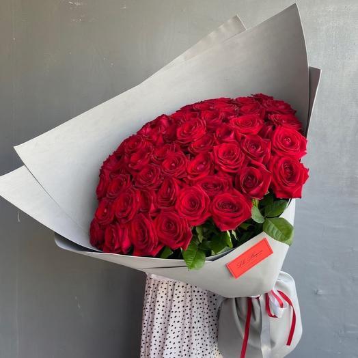 51 Роза в стильном оформлении
