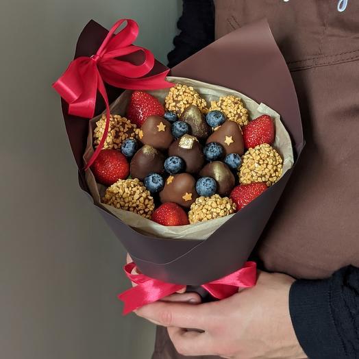 Ягодный букет с шоколадом и голубикой