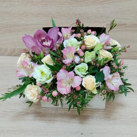 Коробка нежная с цветами