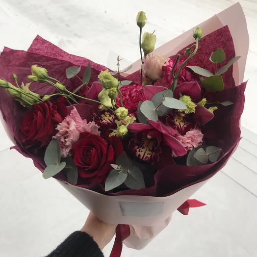 Цветочный букет с орхидеей