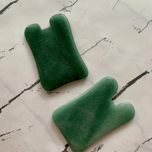 Гуаша для массажа лица из зеленого авантюрина форма зайчик