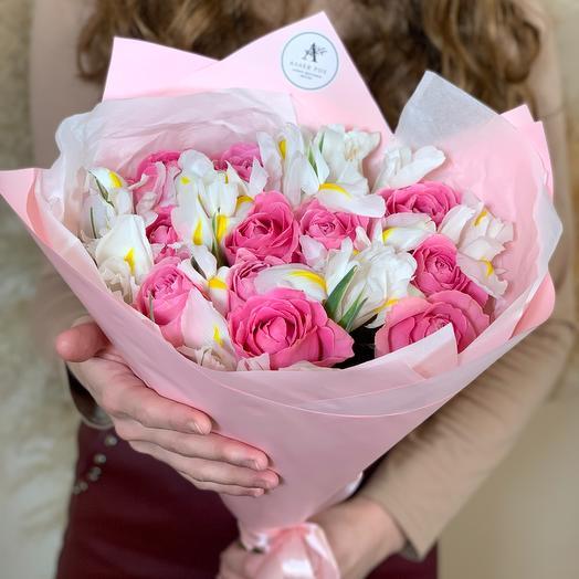Авторский букет с розой и белыми ирисами