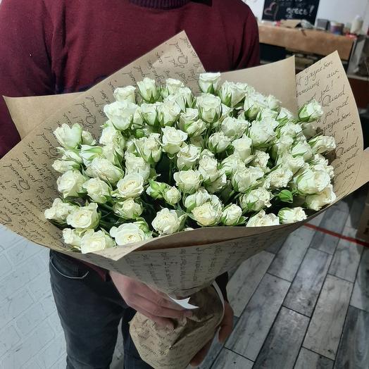 Белые кустлвые розы