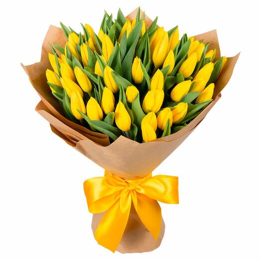 51 желтый голландский тюльпан в крафте