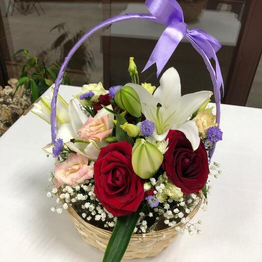Корзина с цветами Лилия