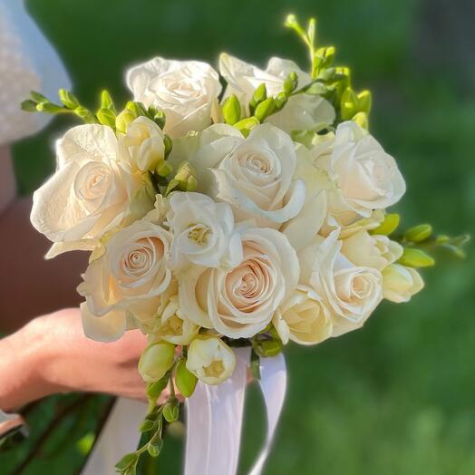 Свадебный букет «Фрезия и Роза»