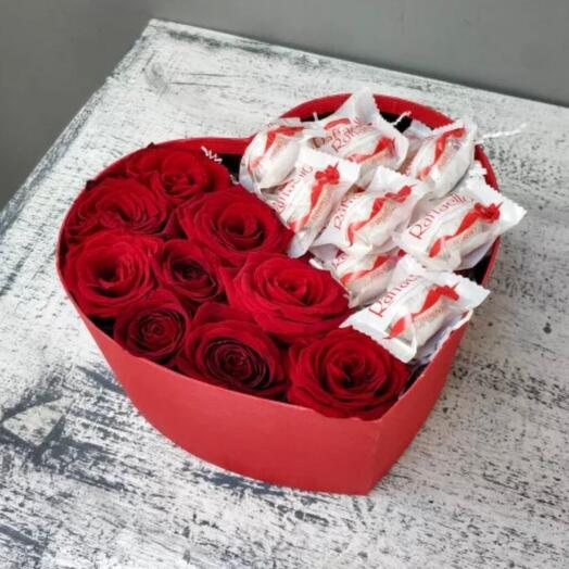 Коробка с розами и рафаэло