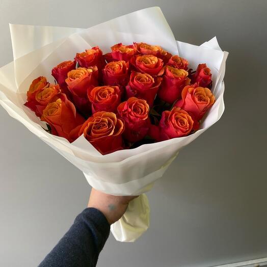 Букет из 19 оранжевых роз