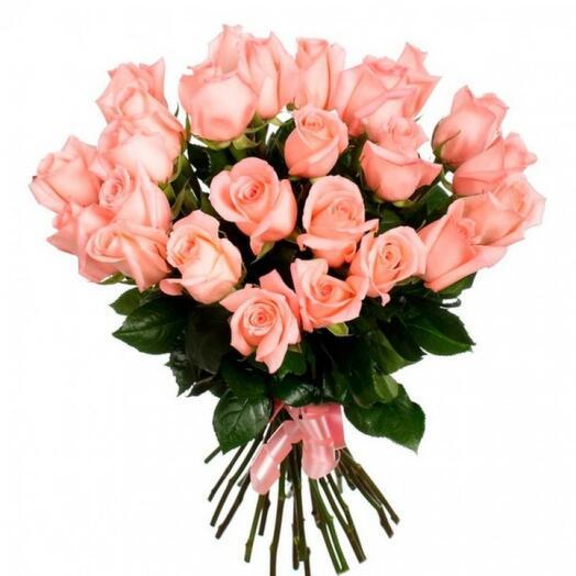 25 розовых роз сорта Ангажемент
