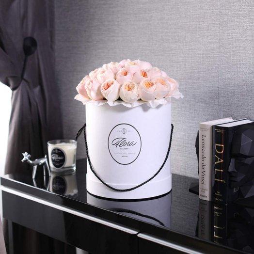 Розы Juliet в шляпной коробке Grand White