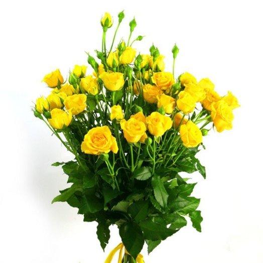 Букетик из желтых кустовых роз