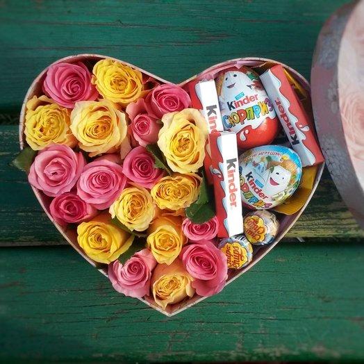 Коробочка розами и киндерами