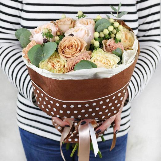 Букет из роз гиперикума и эвкалипта: букеты цветов на заказ Flowwow