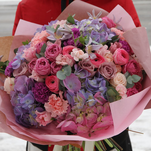 Авторский букет с гортензией и ранункулюсами: букеты цветов на заказ Flowwow