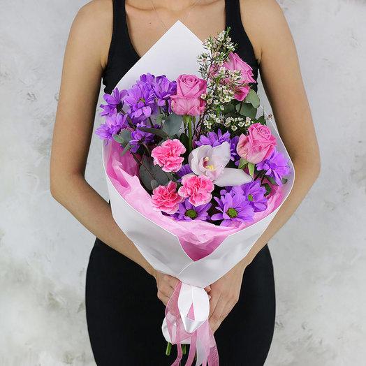 Букет из хризантем, роз и орхидеи