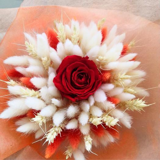 Букет из лагуруса и стабилизированной розы: букеты цветов на заказ Flowwow