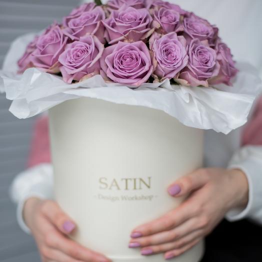 Шляпная коробка с сиреневыми розами: букеты цветов на заказ Flowwow