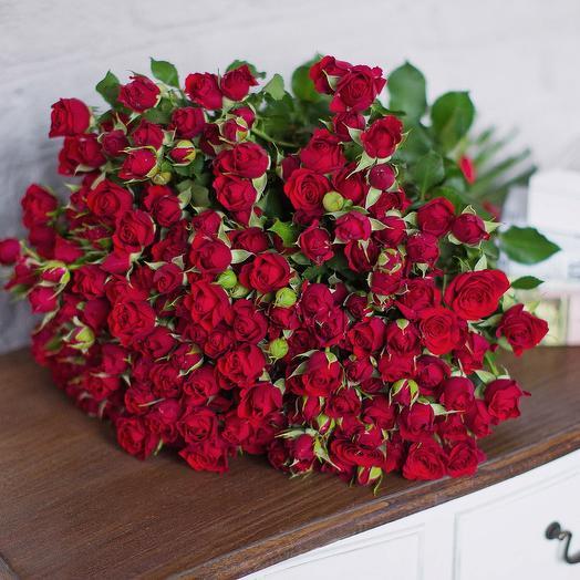 Букет из красных кустовых роз: букеты цветов на заказ Flowwow