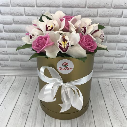 Коробочка орхидей с розами: букеты цветов на заказ Flowwow