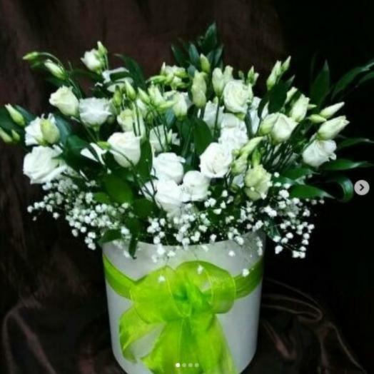 Эустома в шляпной коробке: букеты цветов на заказ Flowwow