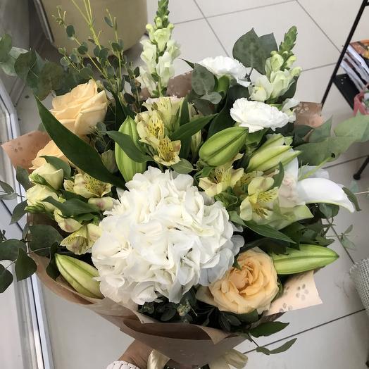 « Лёгкий» букет с гортензией: букеты цветов на заказ Flowwow