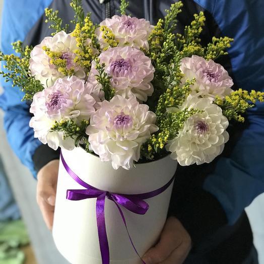 Георгины в Коробке: букеты цветов на заказ Flowwow