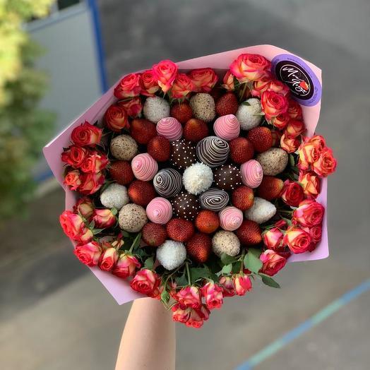 Букет из клубники и цветов: букеты цветов на заказ Flowwow