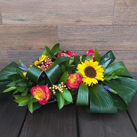 Настольная композиция с подсолнухами: букеты цветов на заказ Flowwow
