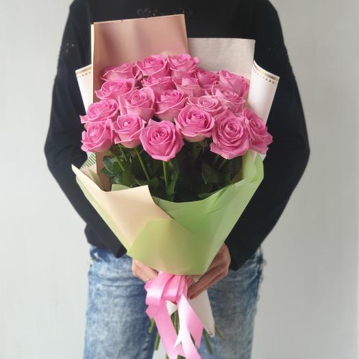 Букет из 21 розы в стильной упаковке