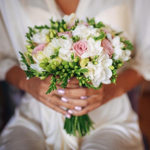 Букет невесты с розой Аква и фрезий