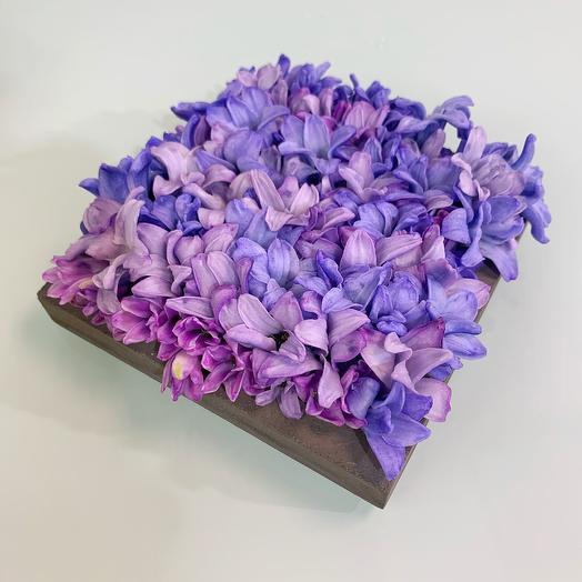 Бетонная «подушечка» для колец из соцветий гиацинтов