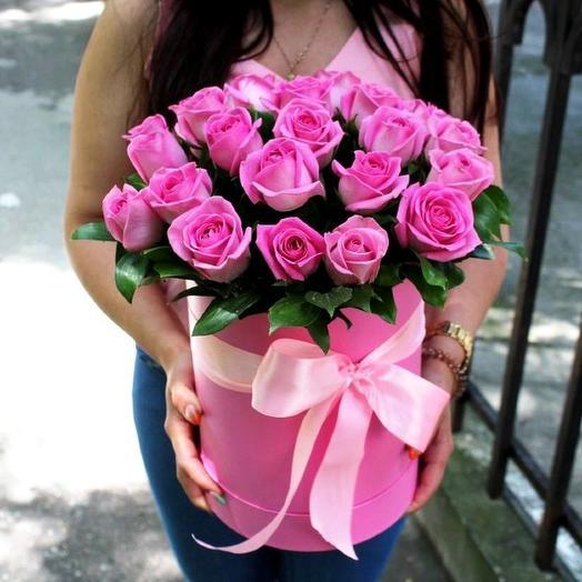 Шляпная коробка из 21 розовой розы