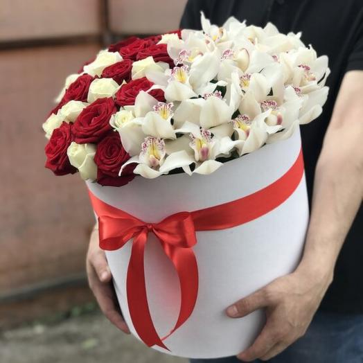 Большая коробка роз и орхидей