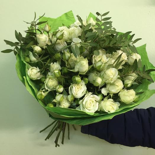 Букет из кустовых роз «Белая Нежность»