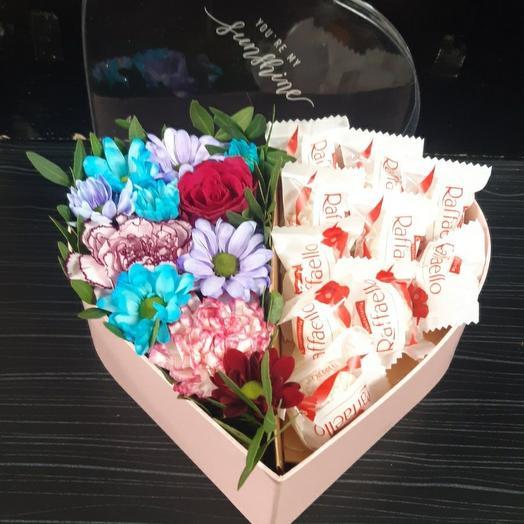 """Коробка """"Сердце"""" с цветами и Rafaello"""